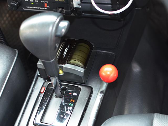 YAZAKI製後部座席のシートベルト装着を自動的に促すアナウンス装置を内部に装着。