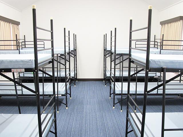 仮眠室 シーツ、寝具などは常時クリーニング、殺菌処理されます。